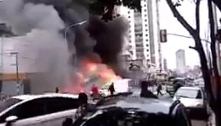 Se incendió y explotó un colectivo de la línea 17 en Avellaneda