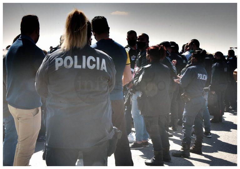 Así se vivió en imágenes el reclamo por mejoras laborales y salariales de la Policía Bonaerense en zona oeste