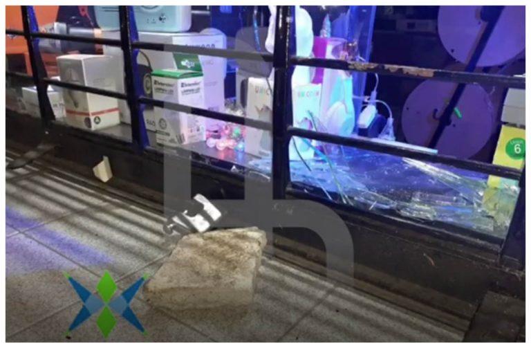 Lanús: Rompió una vidriera de un local para llevarse unos parlantes y lo detuvieron